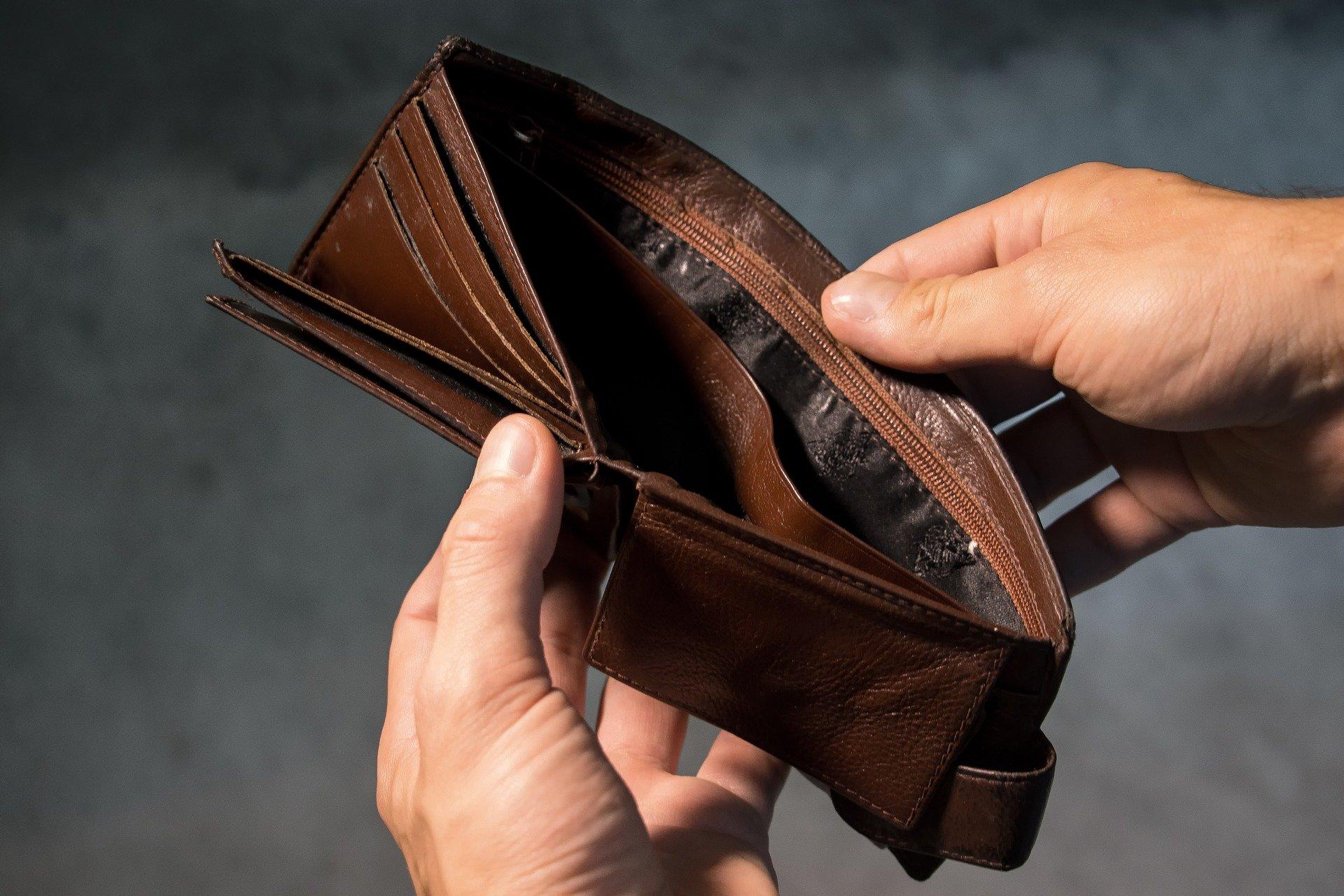 Comment choisir entre la consolidation de dettes et la proposition de consommateur